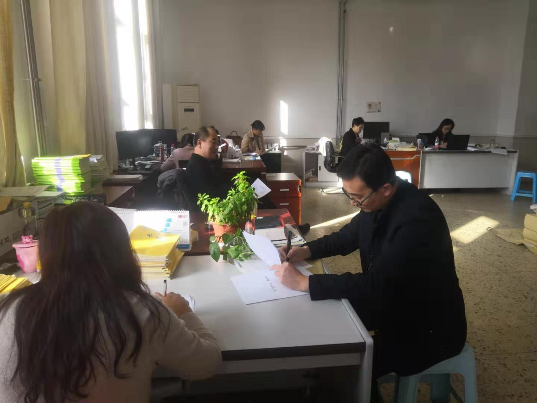 高二英语备课组召开名著阅读研讨会.jpg